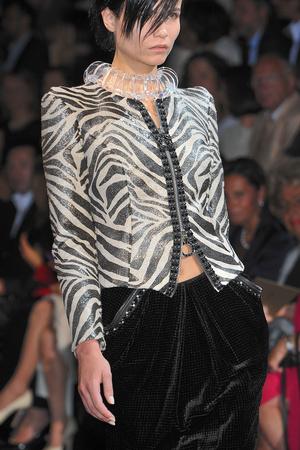 Показ Giorgio Armani Privé коллекции сезона Осень-зима 2009-2010 года haute couture - www.elle.ru - Подиум - фото 87696