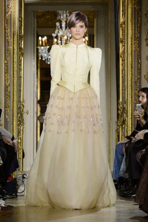 Показ Ulyana Sergeenko коллекции сезона Весна-лето  2016 года Haute couture - www.elle.ru - Подиум - фото 603027