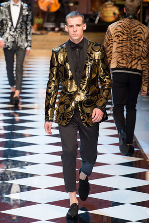 Показ Dolce & Gabbana коллекции сезона Весна-лето  2017 года Men prêt-à-porter - www.elle.ru - Подиум - фото 606693