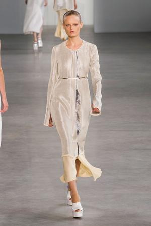Показ Calvin Klein Collection коллекции сезона Весна-лето 2015 года Prêt-à-porter - www.elle.ru - Подиум - фото 587185