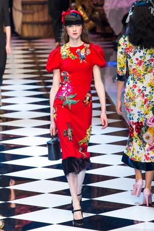 Показ Dolce & Gabbana коллекции сезона Осень-зима 2016-2017 года prêt-à-porter - www.elle.ru - Подиум - фото 605406