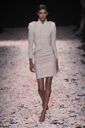 Показ Givenchy коллекции сезона Весна-лето 2009 года Haute couture - www.elle.ru - Подиум - фото 86813