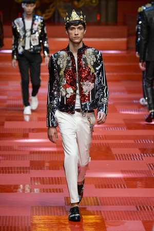 Показ Dolce & Gabbana коллекции сезона Весна-лето 2018 года Men prêt-à-porter - www.elle.ru - Подиум - фото 622343