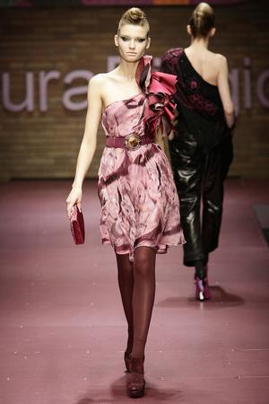 Показ Laura Biagiotti коллекции сезона Осень-зима 2009-2010 года prêt-à-porter - www.elle.ru - Подиум - фото 96233