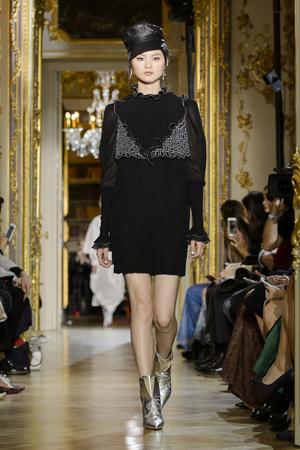 Показ Ulyana Sergeenko коллекции сезона Весна-лето  2016 года haute couture - www.elle.ru - Подиум - фото 603023