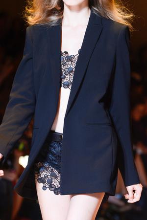 Показ Versace коллекции сезона Весна-лето 2013 года Prêt-à-porter - www.elle.ru - Подиум - фото 443122