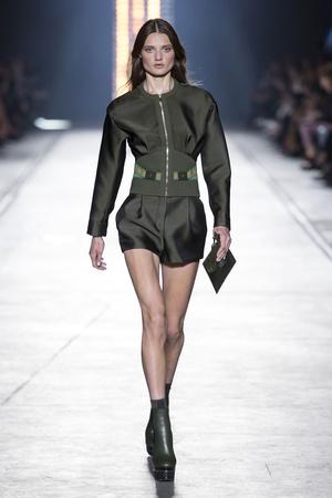 Показ Versace коллекции сезона Весна-лето  2016 года Prêt-à-porter - www.elle.ru - Подиум - фото 599921