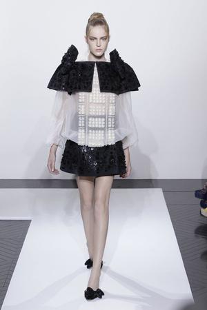Показ Valentino коллекции сезона Осень-зима 2010-2011 года haute couture - www.elle.ru - Подиум - фото 168374