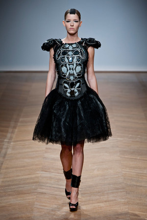 Показ On Aura Tout Vu коллекции сезона Весна-лето 2014 года haute couture - www.elle.ru - Подиум - фото 574349
