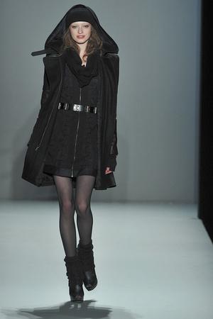 Показ Nicole Miller коллекции сезона Осень-зима 2010-2011 года prêt-à-porter - www.elle.ru - Подиум - фото 144040