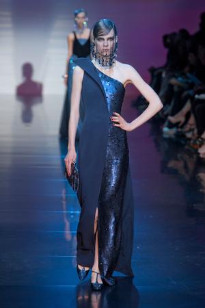 Показ Giorgio Armani Privé коллекции сезона Осень-зима 2012-2013 года haute couture - www.elle.ru - Подиум - фото 404192