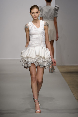 Показ Christophe Josse коллекции сезона Весна-лето 2011 года haute couture - www.elle.ru - Подиум - фото 214804