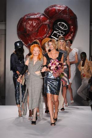 Показ Vivienne Westwood Red Label коллекции сезона Весна-лето 2011 года prêt-à-porter - www.elle.ru - Подиум - фото 179916