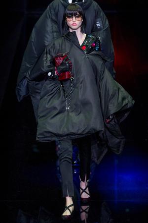 Показ Emporio Armani коллекции сезона Осень-зима 2017-2018 года prêt-à-porter - www.elle.ru - Подиум - фото 619939