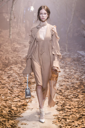 Показ Off-White коллекции сезона Осень-зима 2017-2018 года Prêt-à-porter - www.elle.ru - Подиум - фото 620788