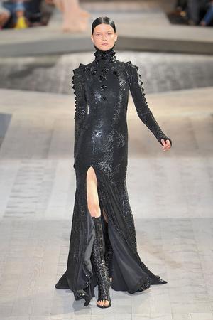 Показ Givenchy коллекции сезона Осень-зима 2009-2010 года haute couture - www.elle.ru - Подиум - фото 87753
