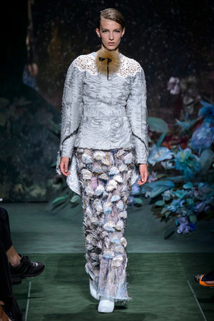 Показ Fendi коллекции сезона Осень-зима 2017-2018 года Haute couture - www.elle.ru - Подиум - фото 624401