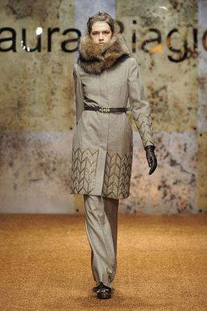 Показ Laura Biagiotti коллекции сезона Осень-зима 2012-2013 года prêt-à-porter - www.elle.ru - Подиум - фото 366223