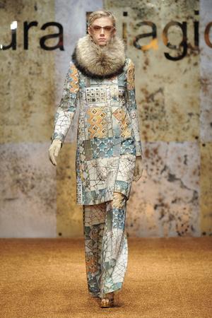 Показ Laura Biagiotti коллекции сезона Осень-зима 2012-2013 года prêt-à-porter - www.elle.ru - Подиум - фото 366228