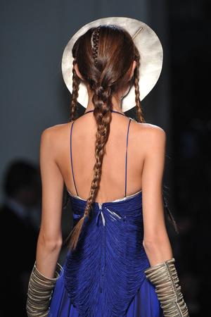 Показ Jean Paul Gaultier коллекции сезона Весна-лето 2010 года Haute couture - www.elle.ru - Подиум - фото 139078