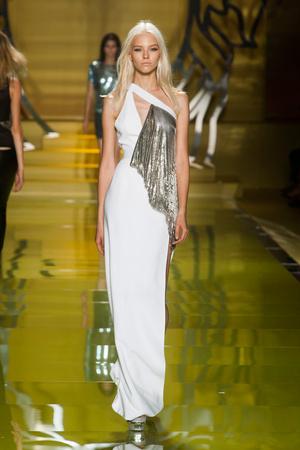 Показ Versace коллекции сезона Весна-лето 2014 года Prêt-à-porter - www.elle.ru - Подиум - фото 564869