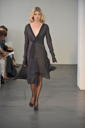 Показ Atelier Gustavo Lins коллекции сезона Осень-зима 2009-2010 года haute couture - www.elle.ru - Подиум - фото 87151
