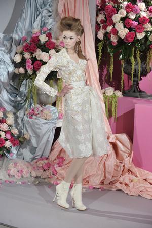 Показ Christian Dior коллекции сезона Весна-лето 2010 года Haute couture - www.elle.ru - Подиум - фото 138241
