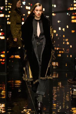 Показ Donna Karan New York коллекции сезона Осень-зима 2015-2016 года prêt-à-porter - www.elle.ru - Подиум - фото 593907