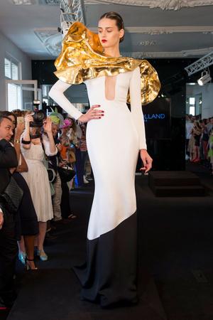 Показ Stephane Rolland коллекции сезона Осень-зима 2015-2016 года Haute couture - www.elle.ru - Подиум - фото 597500