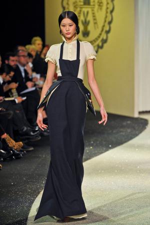 Показ Ulyana Sergeenko коллекции сезона Весна-лето 2013 года Haute couture - www.elle.ru - Подиум - фото 479062