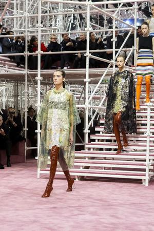 Показ Christian Dior коллекции сезона Весна-лето 2015 года Haute couture - www.elle.ru - Подиум - фото 592836