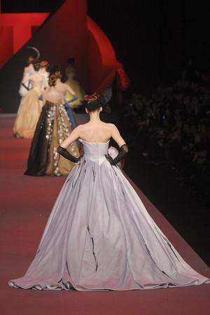 Показ Christian Dior коллекции сезона Весна-лето 2011 года haute couture - www.elle.ru - Подиум - фото 214943