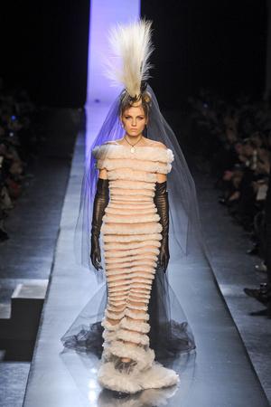 Показ Jean Paul Gaultier коллекции сезона Весна-лето 2011 года Haute couture - www.elle.ru - Подиум - фото 217251