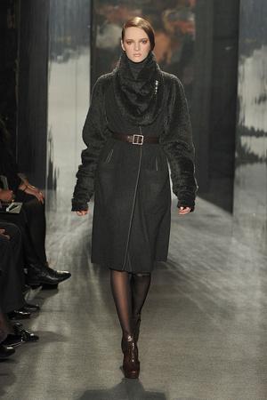 Показ Donna Karan коллекции сезона Осень-зима 2009-2010 года Prêt-à-porter - www.elle.ru - Подиум - фото 90101