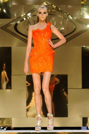 Показ Versace Haute Couture коллекции сезона Весна-лето 2012 года Haute couture - www.elle.ru - Подиум - фото 330082