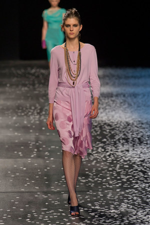 Показ Nina Ricci коллекции сезона Весна-лето 2013 года prêt-à-porter - www.elle.ru - Подиум - фото 452847