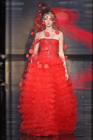 Показ Armani Prive коллекции сезона Осень-зима 2014-2015 года Haute couture - www.elle.ru - Подиум - фото 584944
