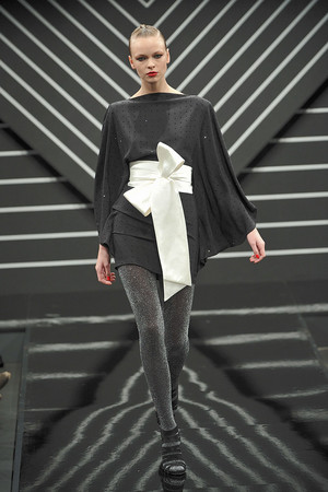 Показ Jenny Packham коллекции сезона Осень-зима 2010-2011 года prêt-à-porter - www.elle.ru - Подиум - фото 148800