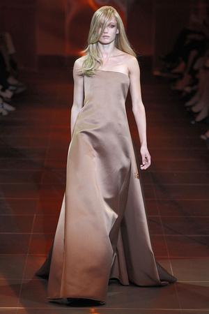 Показ Giorgio Armani Privé коллекции сезона Осень-зима 2010-2011 года haute couture - www.elle.ru - Подиум - фото 167637