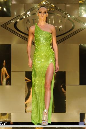 Показ Versace Haute Couture коллекции сезона Весна-лето 2012 года Haute couture - www.elle.ru - Подиум - фото 330092