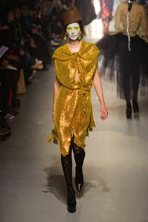 Показ Vivienne Westwood коллекции сезона Осень-зима 2013-2014 года Prêt-à-porter - www.elle.ru - Подиум - фото 537645
